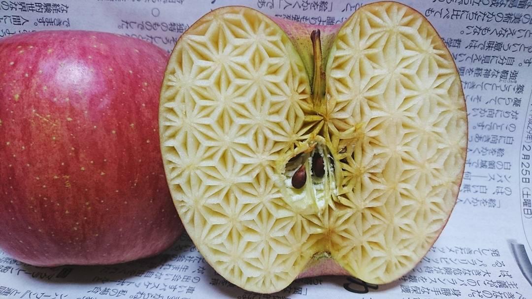 نقش هنرمندانه ژاپنی ها بر روی انواع میوه ها