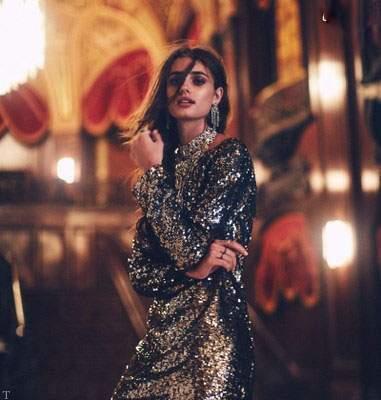 ست انواع لباس از مدل تیلور هیل مدل آمریکایی