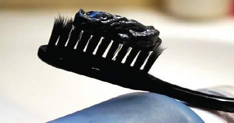 معرفی خمیر دندان زغالی به همراه پودر سفید کننده دندان ها