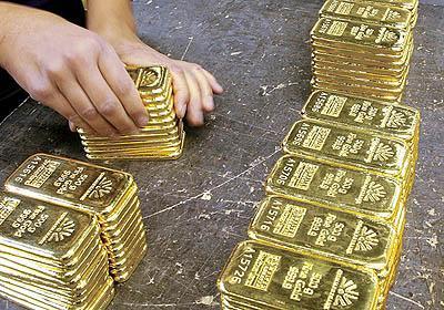 مرد هندی که شمش طلا زائید+عکس