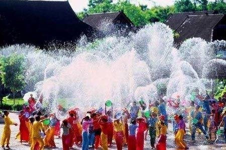 فستیوال مختلط آب بازی دختران و پسران تایلندی (عکس)
