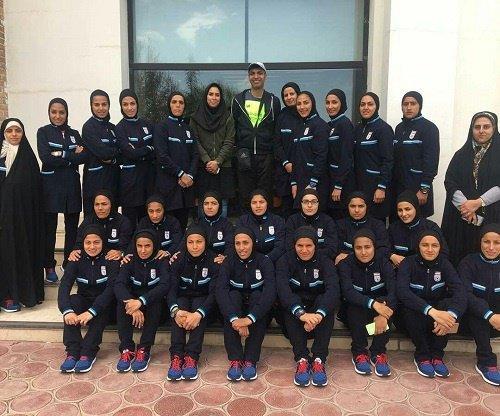 تصویر داغ عادل فرودسی پور در کنار دختران فوتبالیست