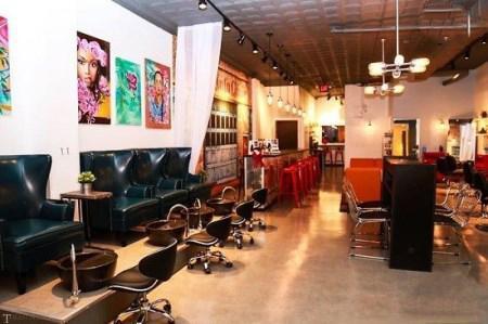 گزارشی جالب از آرایشگاه و تعمیرگاه در یک مجموعه توسط زنان (تصاویر)