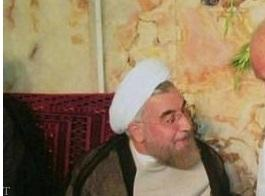 حسن روحانی در کنار پدرش به مناسبت روز پدر