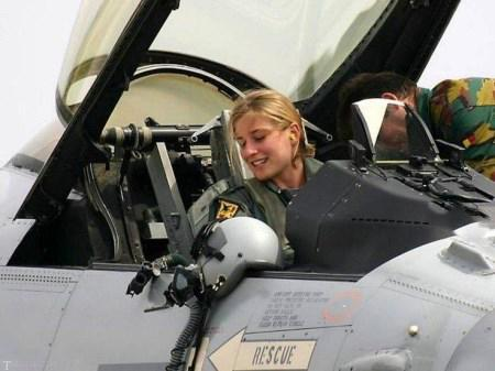تصاویری از خلبانان جت زن جوان و زیبا در جهان