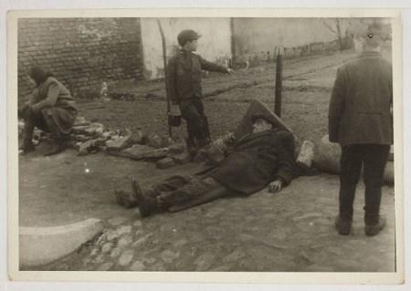 تصاویری از دیکتاتوری حزب نازی بر سر مردم آلمان
