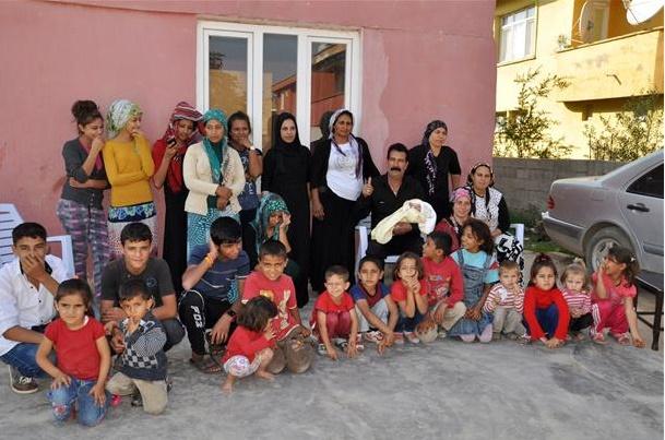 گزارشی عجیب از پدری که 32 فرزند دارد (+عکس)