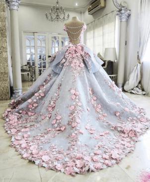 کیک بزرگ و شگفت انگیز به شکل لباس عروس