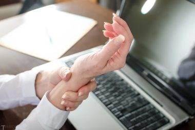 علائم و درمان خانگی بیماری سندروم مچ دست (درد گرفتن مچ دست)