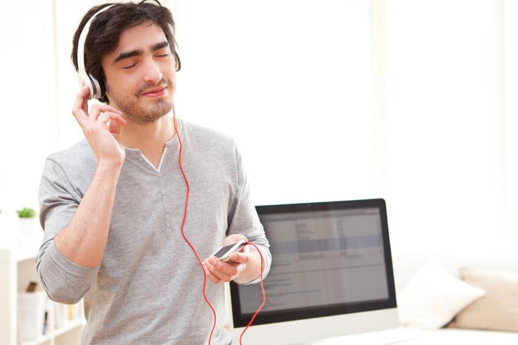 موسیقی گوش کنید و آرامش را به خود هدیه دهید
