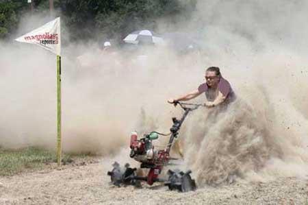 با عجیب ترین مسابقه موتور سواری بیشتر آشنا شوید