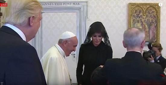 لباس عجیب ملانیا همسر ترامپ در مقابل پاپ