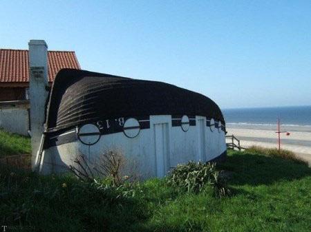 خانه های عجیب قایقی شکل در دهکده ای از فرانسه