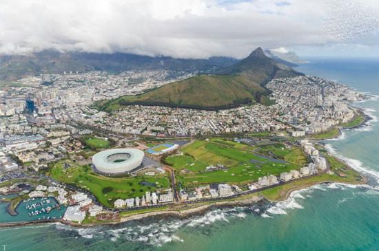جذاب ترین مکان ها برای چتر بازی در دنیا (عکس)