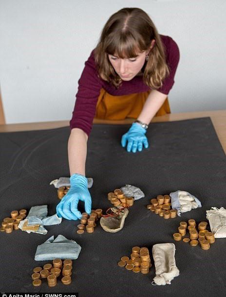 کشف گنجینه مخفی سکه طلا داخل یک پیانو (عکس)