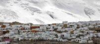 زندگی بر روی کوه در بلند ترین نقطه زمین (عکس)