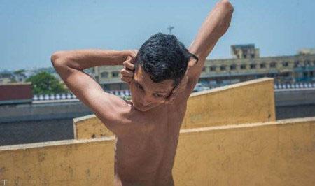 با انعطاف ترین بدن جهان بیشتر آشنا شوید !! (عکس)
