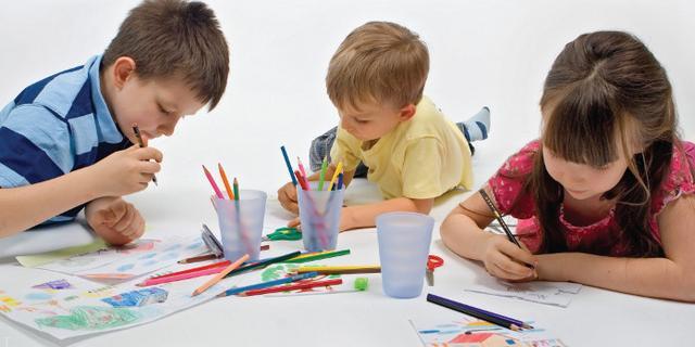 چگونه به کودکان آموزش نقاشی بدهیم ؟