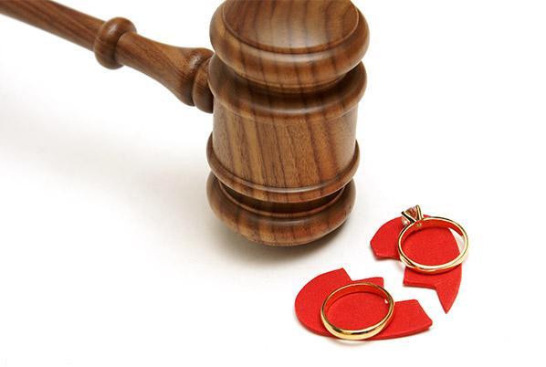 12مورد از شرایط که زن حق طلاق دارد