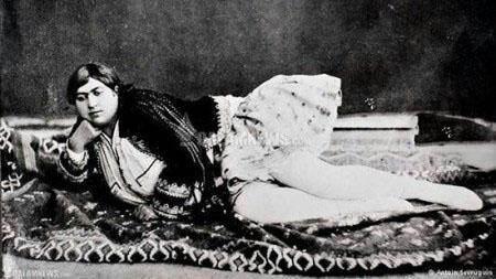 تصویری از دختران زیبایی دوره قاجار