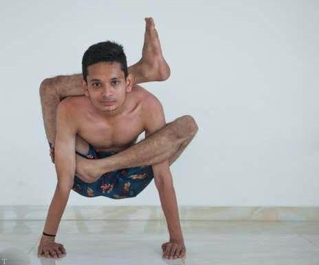 بدن انعطاف پذیر مرد هندی (عکس)