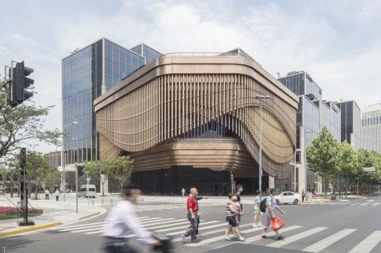 نمای عجیب ساختمانی که می تواند حرکت کند!