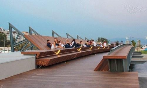 تصویری پل عابر پیاده جدید و استراحتگاه آفتابی