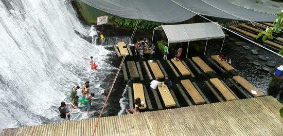 رستورانی بسیار زیبا در زیر آبشار در فیلیپین (عکس)