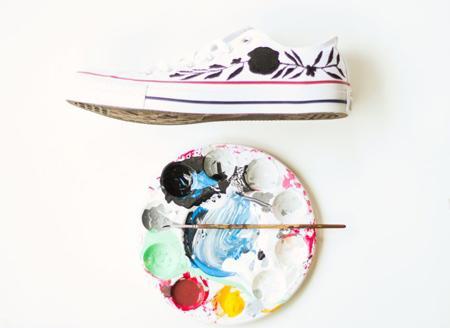 آموزش نقاشی روی کفش اسپرت دخترانه