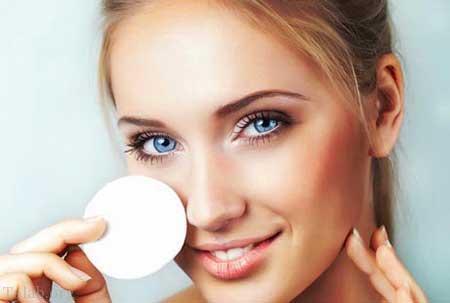 اثرات مضر خوابیدن با آرایش