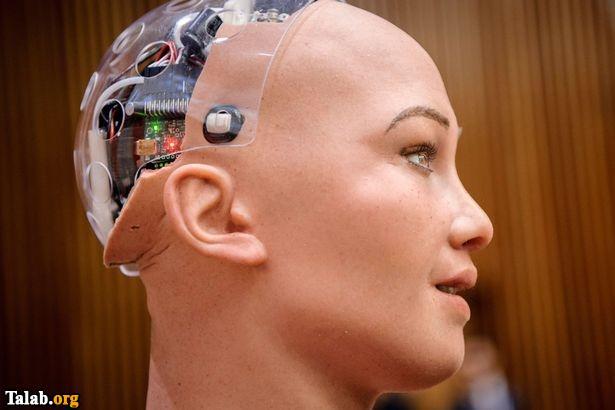 سوفیا نام رباتی است که مثل انسان ها برخورد میکند (عکس)