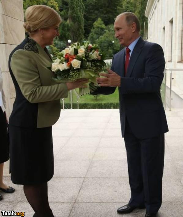 پوتین دسته گل به خانم رییس جمهور داد !