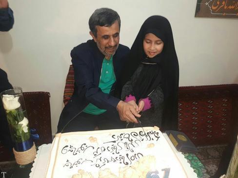 تصاویری از جشن تولد احمدی نژاد در خانه اش