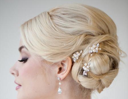 مدل موهای جذاب عروس به همراه تاج و شینیون 2018
