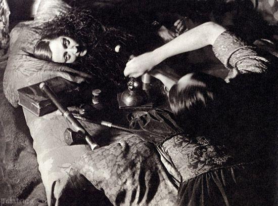 تصاویری لو رفته از حضور دختران باکره در شیرهکش خانه ها