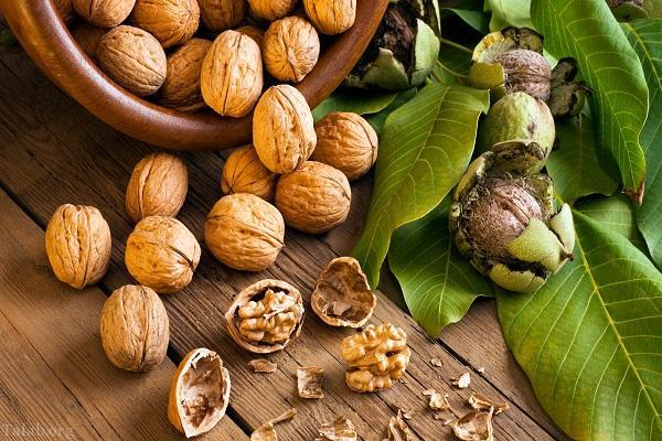 ۵ ماده غذایی درخشان کننده طبیعی پوست