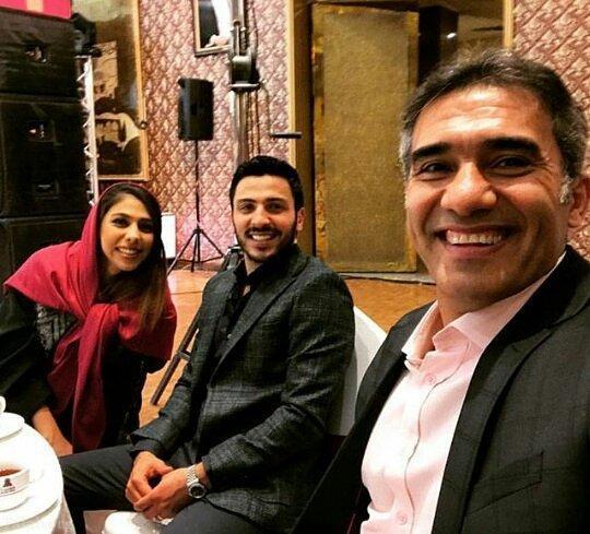تصویر احمدرضا عابدزاده در کنار دختر و داماد جدیدش