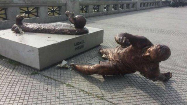 خورد کردن مجسمه مسی توسط آرژانتینی ها (+تصاویر)