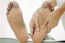 چه عواملی باعث میشود تا پاها ورم کند؟