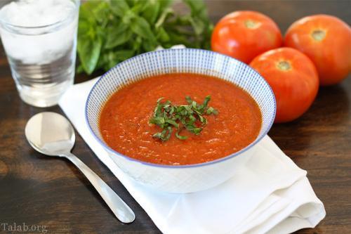 طرز تهیه سوپ گوجه فرنگی به همراه تزیین ریحان