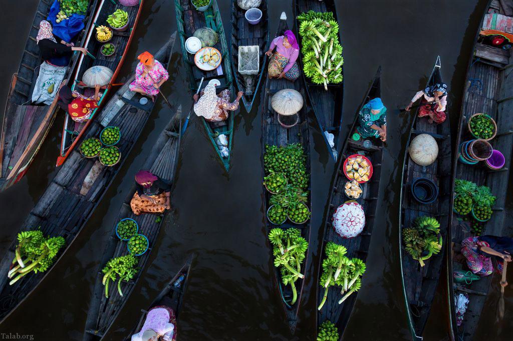 بازار شناور بر روی آب در اندونزی (عکس)