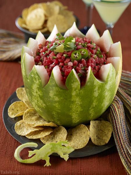 تصاویری از تزیینات هنرمندانه در شب یلدا با هندوانه و میوه ها