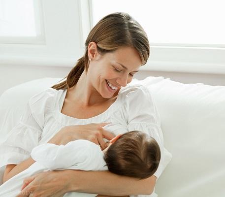 آشنایی با گیاهانی که شیر مادر را افزایش میدهد