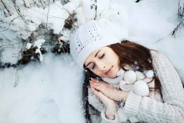 عکس پروفایل زمستانی عاشقانه دختر زیبا