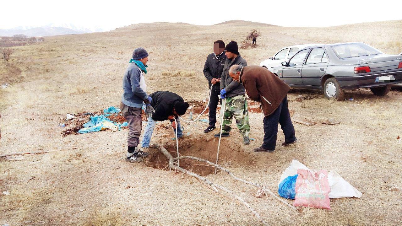 زنده به گور کردن دو مرد گنج یاب توسط 2 مرد (تصاویر محل دفن اجساد)