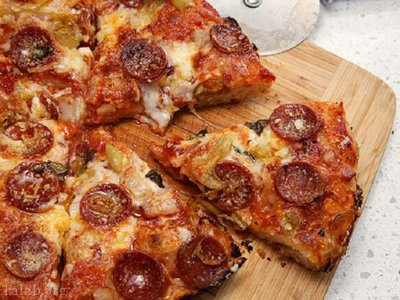 طرز پخت پیتزا با نان پیتا (پیتزای فوری و بدون دردسر)