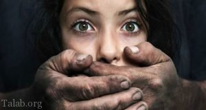 ارتباط جنسی و عاشقانه دختری با خوک سیاه (عکس)