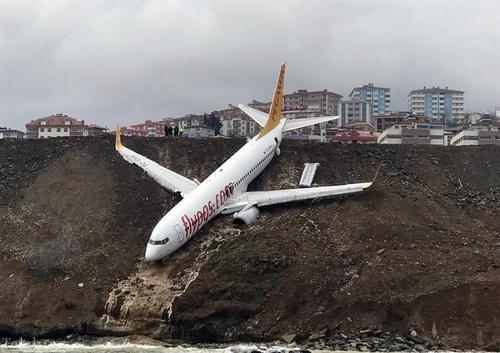 حادثه عجیب برای هواپیمای مسافربری در ترکیه (عکس)