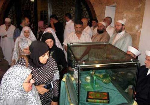 نگهداری از تار موی حضرت محمد (ص) در مسجد طرابلس لبنان