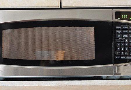 تمیز کردن و برق انداختن مایکروویو یا مایکروفر در کمتر از 4 دقیقه